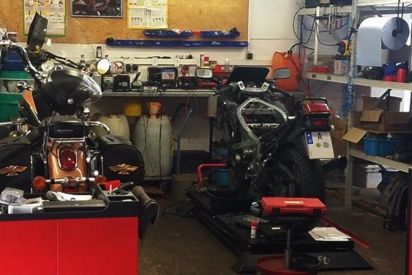 stephan 39 s toolbox motorradwerkstatt k nigsbrunn bei augsburg t v. Black Bedroom Furniture Sets. Home Design Ideas